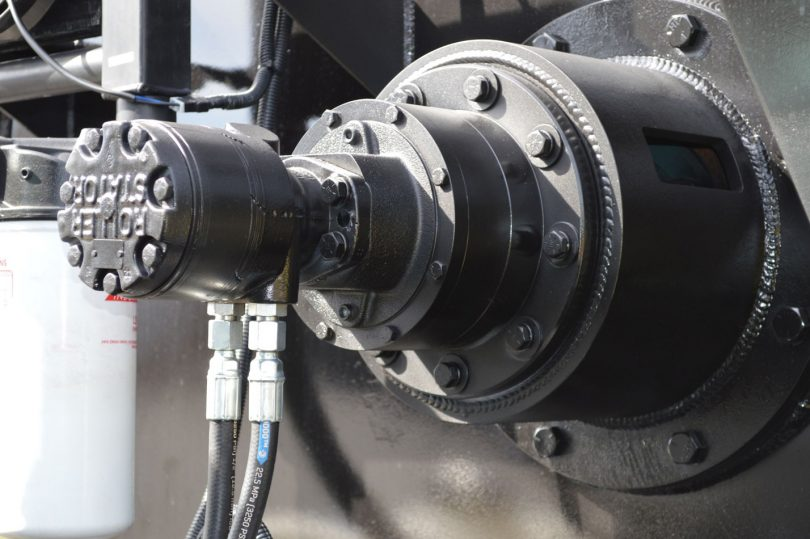 Roller-stator pump on sealcoating equipment